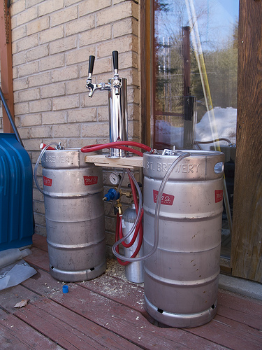 Rigging up the kegs